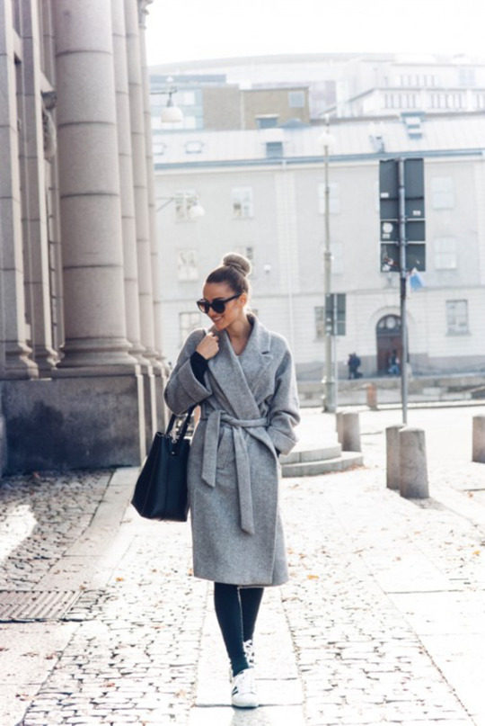 Sendi Skopljak is wearing an oversized heather gray knit trenchcoat, black jeggings, classic black and white Adidas and carrying a black leather tote. Coat: Zara, Jeans: Dr denim, Bag: Jcosstudios, Shoes: Adidas, Sunglasses: Chanel, Necklace: Jane Koenig