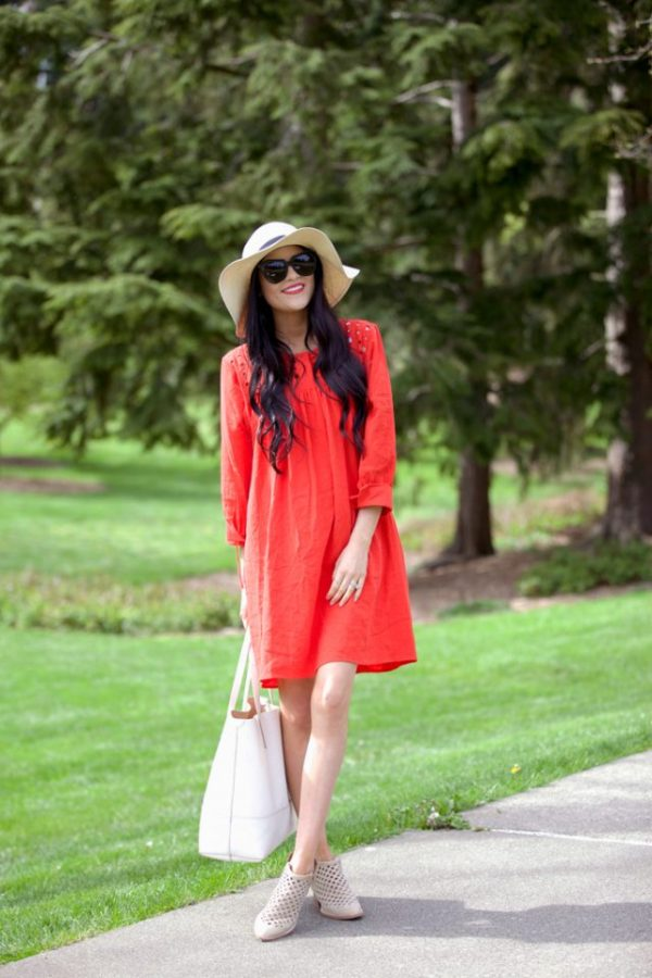 A pleated red summer dress like this one is a must have for a simple summer style. Rachel Parcell is looking elegantly casual in this gorgeous dress, and the cut away detailing at the shoulders adds that edginess which we all crave! Dress: Madewell, Booties: Jeffery Campbell, Hat: Nordstrom, Glasses: Karen Walker.