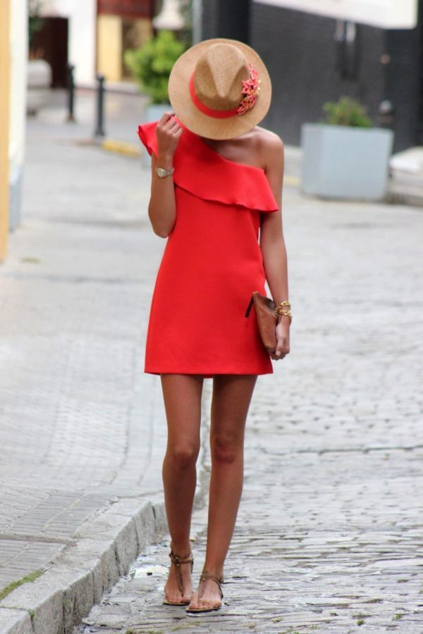 An off the shoulder dress with ruffle detail will always look good, but we reckon this trend is especially stylish in bright red! This dress looks cute and striking, and would be perfect with either sandals or heels. Via asmmgz.es/. Brands Not specified.