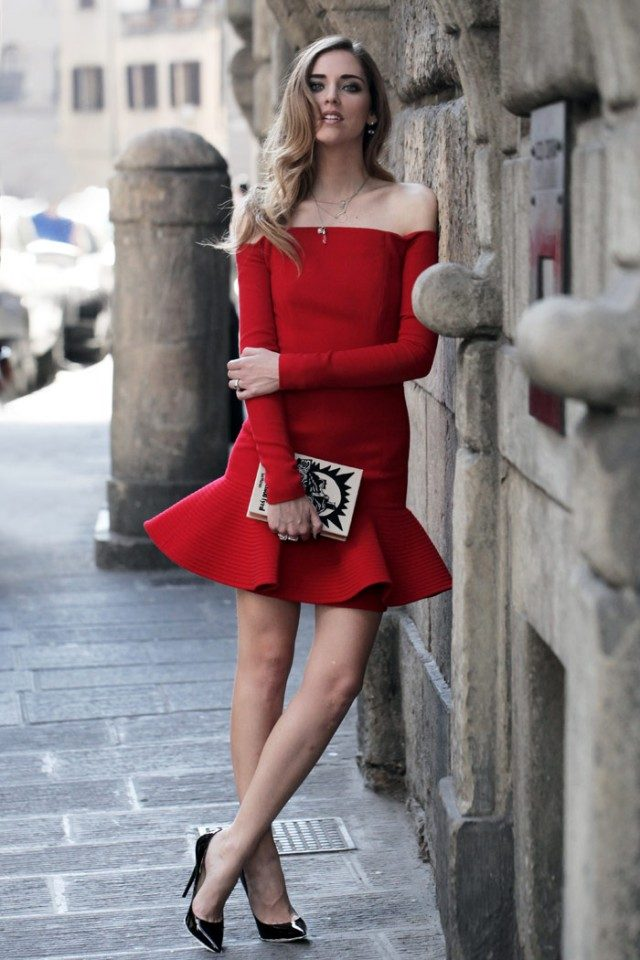 Chiara Ferragni absolutely wows us in this gorgeous red off the shoulder dress with tutu detailing. Worn with a pair of classic Jimmy Choo's and a striking graphic print clutch, this dress looks awesome! Dress: David Koma, Shoes: Jimmy Choo, Clutch: Olympia Le Tan.
