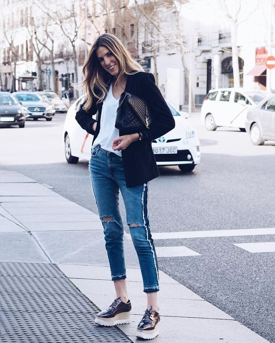 Carla Hinojosa styles a simple white V neck tee with a blazer and ripped jeans for a laid back, casual street style. We are loving the chunky platform brogues too! Jeans: Zara, Blazer: YSL, Shoes: Stella McCartney.