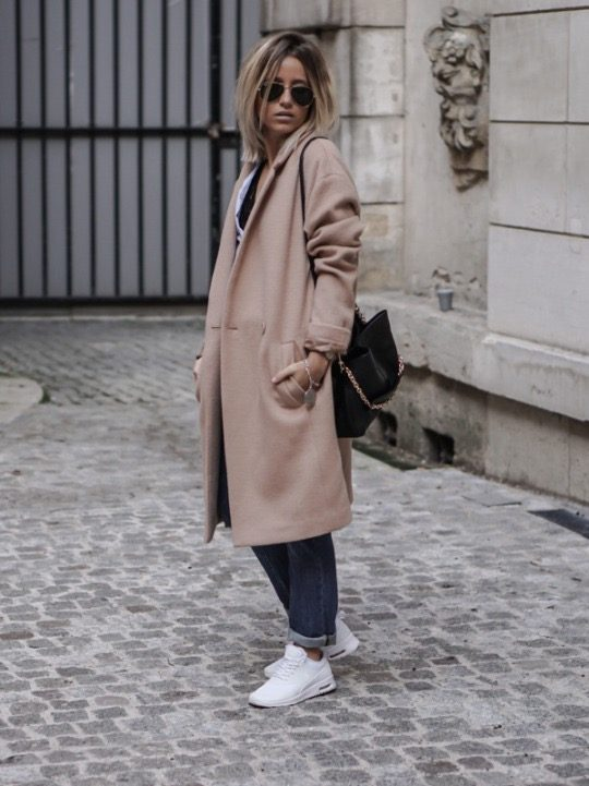 Camille Callen is wearing a beige oversized coat, a blue cotton blouse, cuffed jeans and white mid top leather trainers. Coat: Promod, Top: Pull & Bear, Bag: Chloe, Shoes: Nike