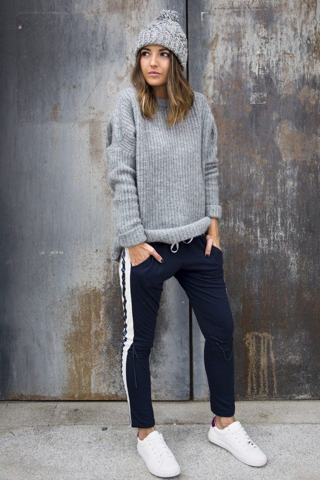 We are loving this combination of joggers and cosy knitwear; the perfect winter look. Via Alexandra Pereira. Joggers: Mekkdes, Sweater: Zara, Sneakers: Steve Madden. Outfits With Joggers.