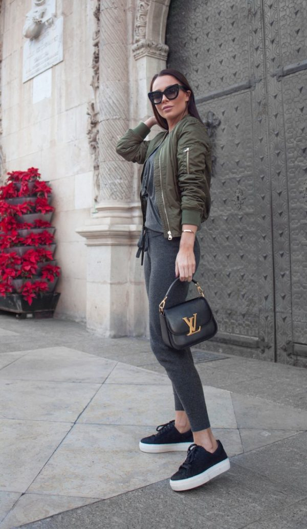 These figure-hugging joggers are ideal for a stylish leisure wear outfit, and look great paired with a bomber jacket and platform sneakers as shown here by Johanna Olsson. Sweatpants: James Perse, Shoes: Helmut Lang, Top: Riller & Fount, Bag: Louis Vuitton, Jacket: Topshop, Sunglasses: The Valley.