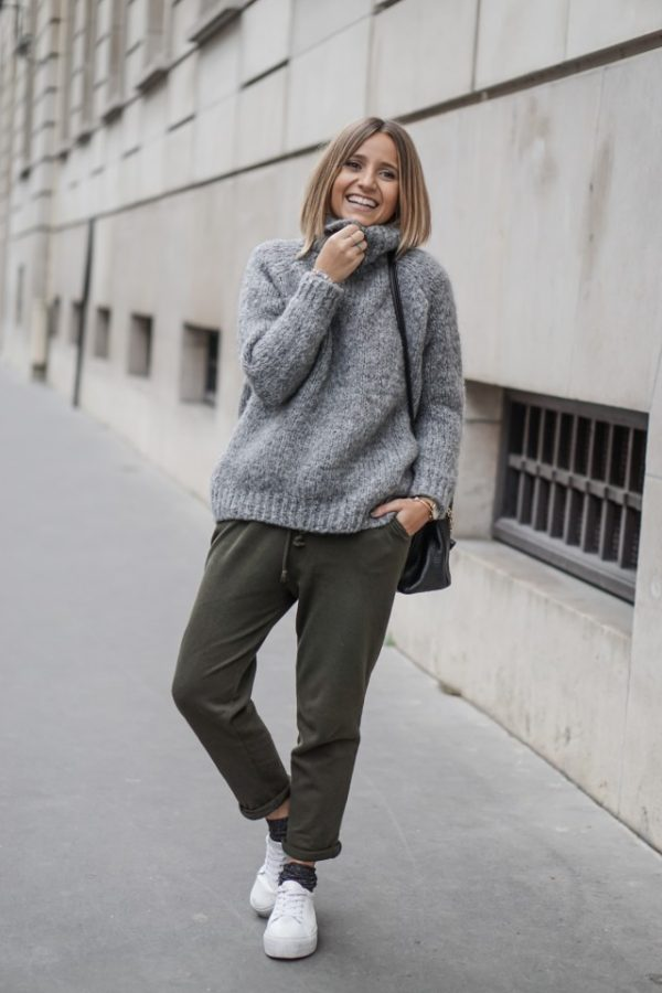 Camille Callen looks cosy and stylish in this cute joggers/sweater combination. Try wearing a similar oversized knitwear piece with joggers and sneakers to steal this slouchy style. Sweater/Trousers: Zara.