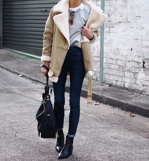 This shearling lined coat looks stylish paired with skinny denim jeans and black Chelsea boots. Via Pepamack. Coat: Zara, Boots: Topshop. Shearling Trend.
