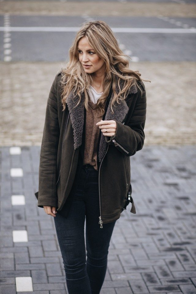 Anouk Yve wears the shearling trend on a gorgeous chocolate brown coat, paired with simple black jeans and a V neck sweater. We love this as an every day winter look. Coat: Balmain, Jeans: Paige Denim, Heels: Lucy Choi, Knit: Ganni.