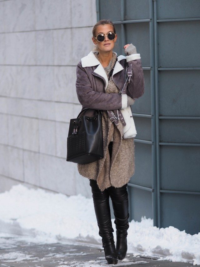 Lene Orvik shows us how the shearling trend should be worn; pairing this beautiful sheepskin trim coat with an oversized knit cardigan, leather leggings, and matching black boots. Jacket/Leggings: Sheinside, Cardigan: Malene Birger, Shoes: Acne, Bag: Maje.