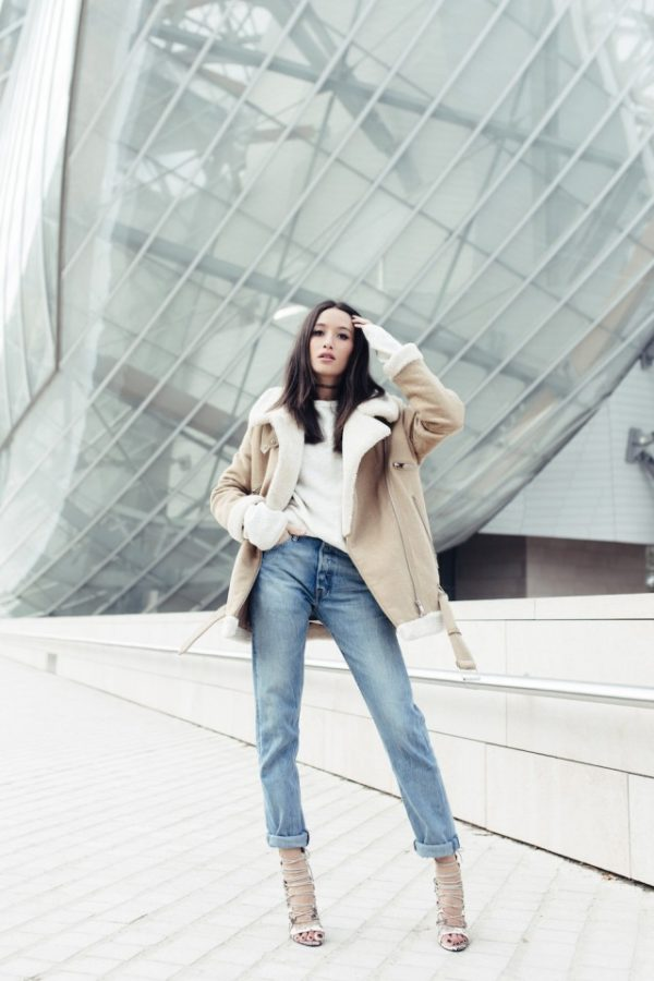 Alexandra Guerain styles this beautiful shearling coat with high waisted rolled jeans and strappy stilettos; a minimalistic and achievable style which we love! Jacket: Zara Old Collection, Jeans: Levi's, Shoes: Miss Guided, Sweater: H&M