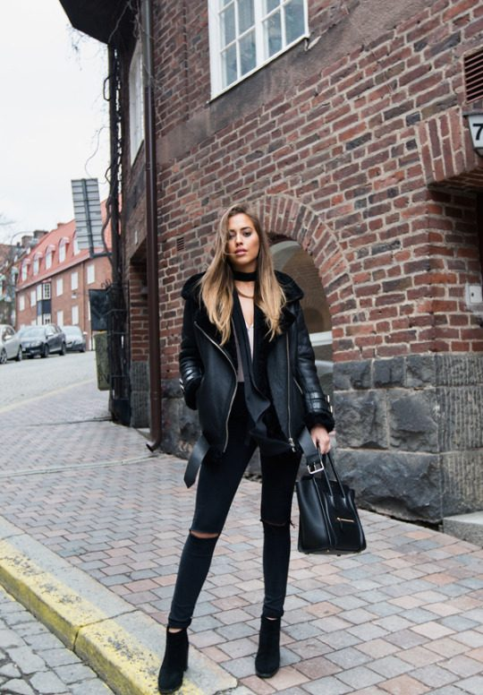 Whoever said you couldn't combine the shearling & all black trend? Kenza Zouiten is rocking this stylish winter look, pairing distressed black jeans with a leather and shearling jacket for warmth and style! Jacket: Acne Studios, Jeans: Asos, Shoes: Jennie-Ellen, Blouse: H&M, Bag: Céline.