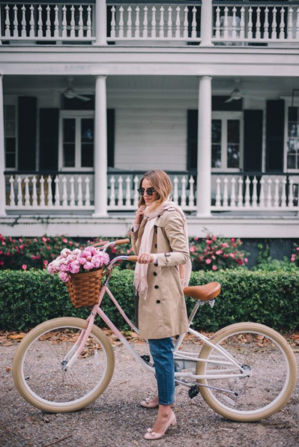 Julia Engel wears this gorgeous beige trench coat with denim jeans and a light pink scarf, creating a totally feminine style we adore. Julia matches this look with blush pink pumps, and shades. Trench: Burberry, Sweater/Jeans: J. Crew, Pumps: Ferragamo.